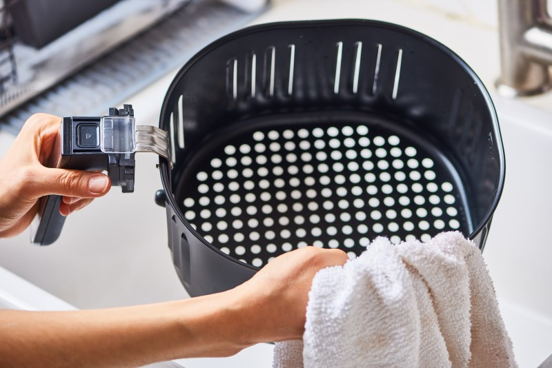 Clean the frying basket